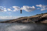 Breitling fliegt mit Franky Zapata auf dem Flyboard® Air